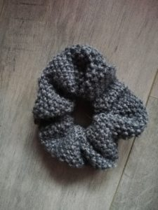 Scrunchie tricot au point de riz