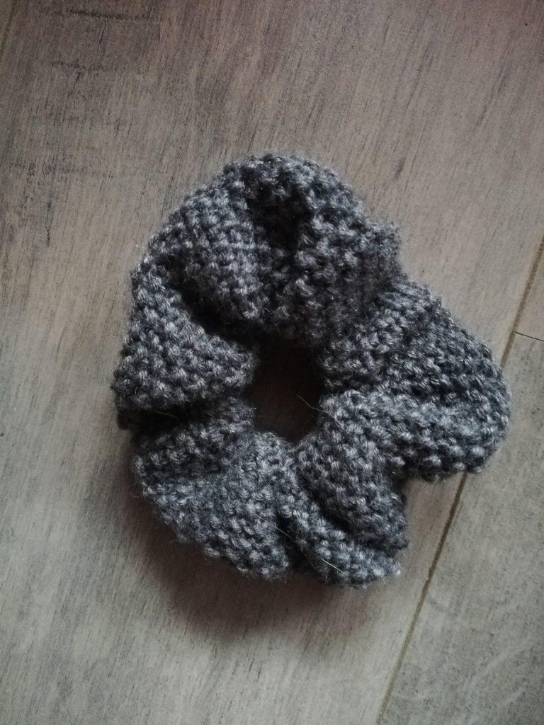 Scrunchie tricot au point de riz