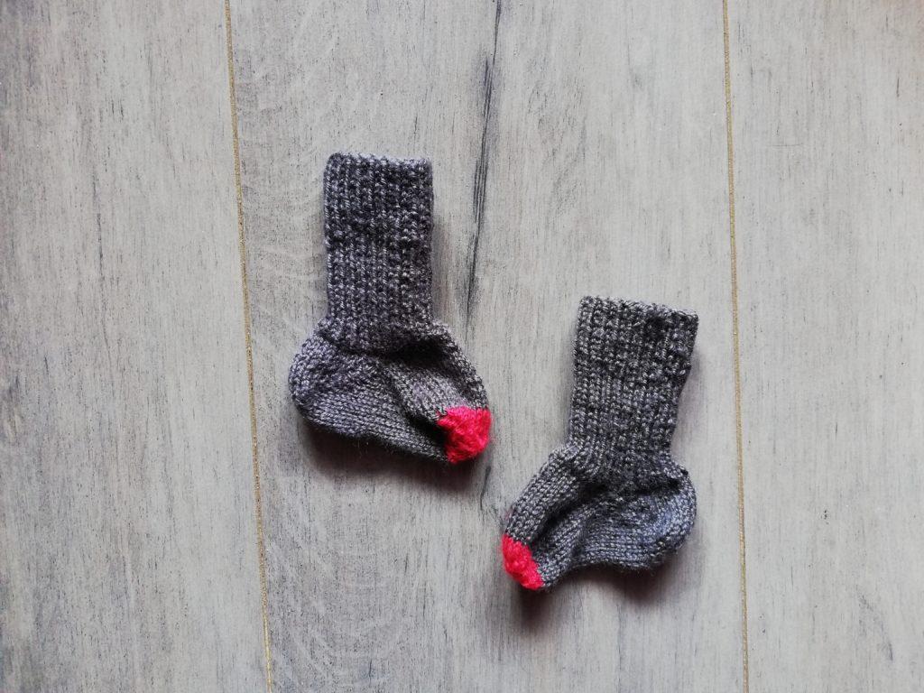 chaussettes tricot bébé dépliées