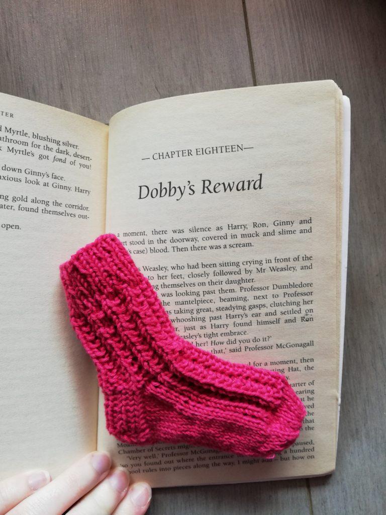 marque page tricot chaussettes dans livre 2
