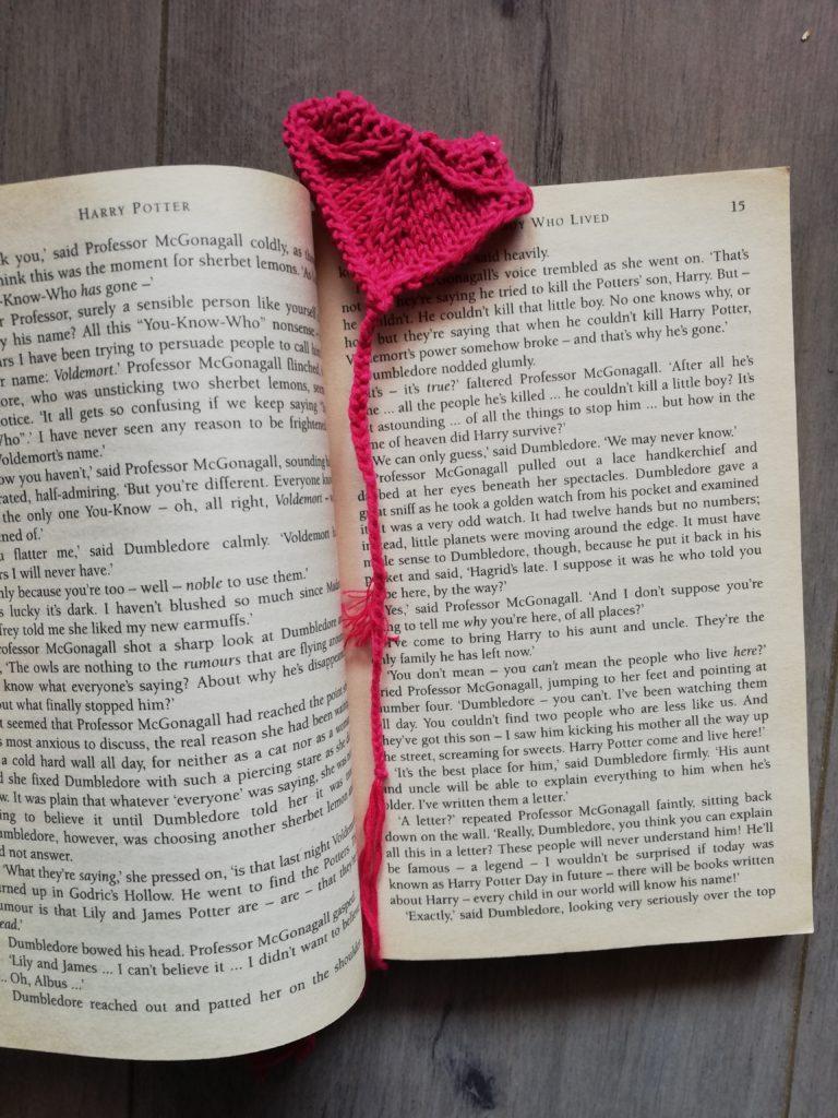Marque page coeur tricot dans livre