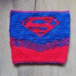 Carré Supergirl au tricot devant