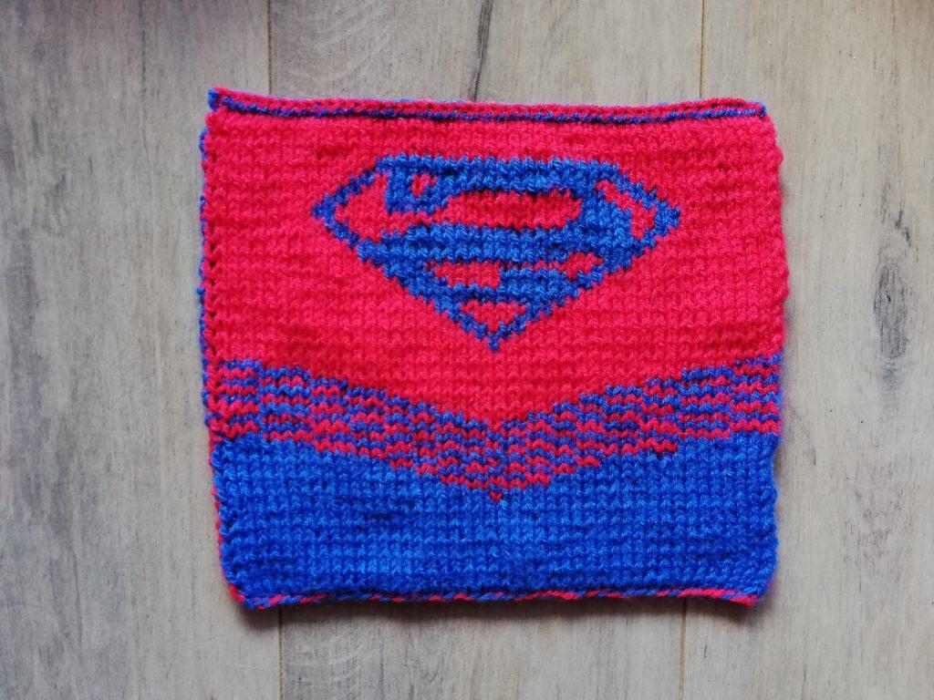 Carré Supergirl au tricot dos