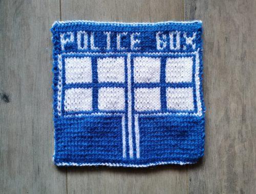 Carré TARDIS tricot